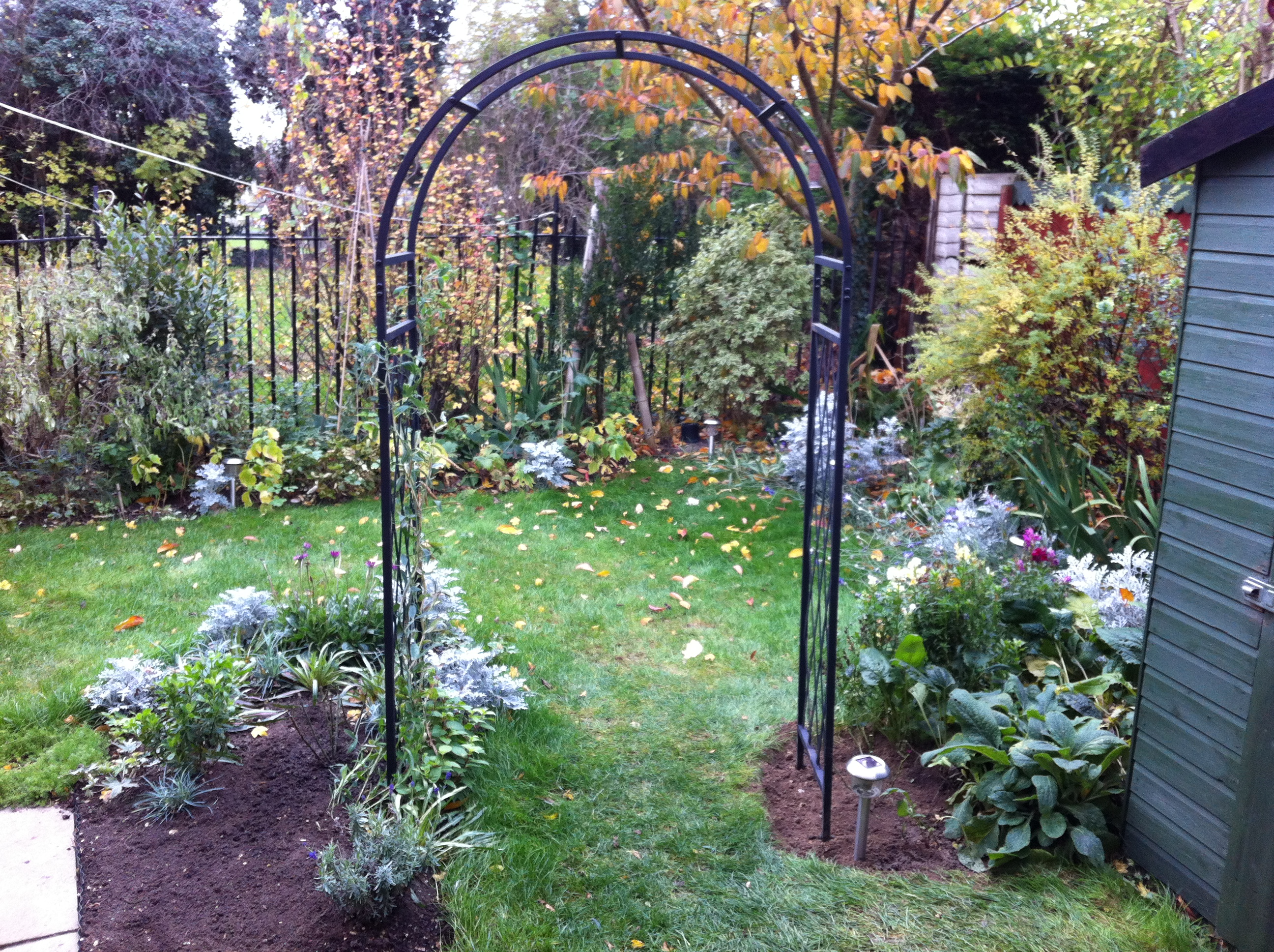 Garden arch designs photograph garden arch for Garden archway designs